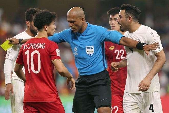 Ông Ahmed Al-Kaf là trọng tài bắt chính trong nhiều trận đấu quan trọng của tuyển Việt Nam.